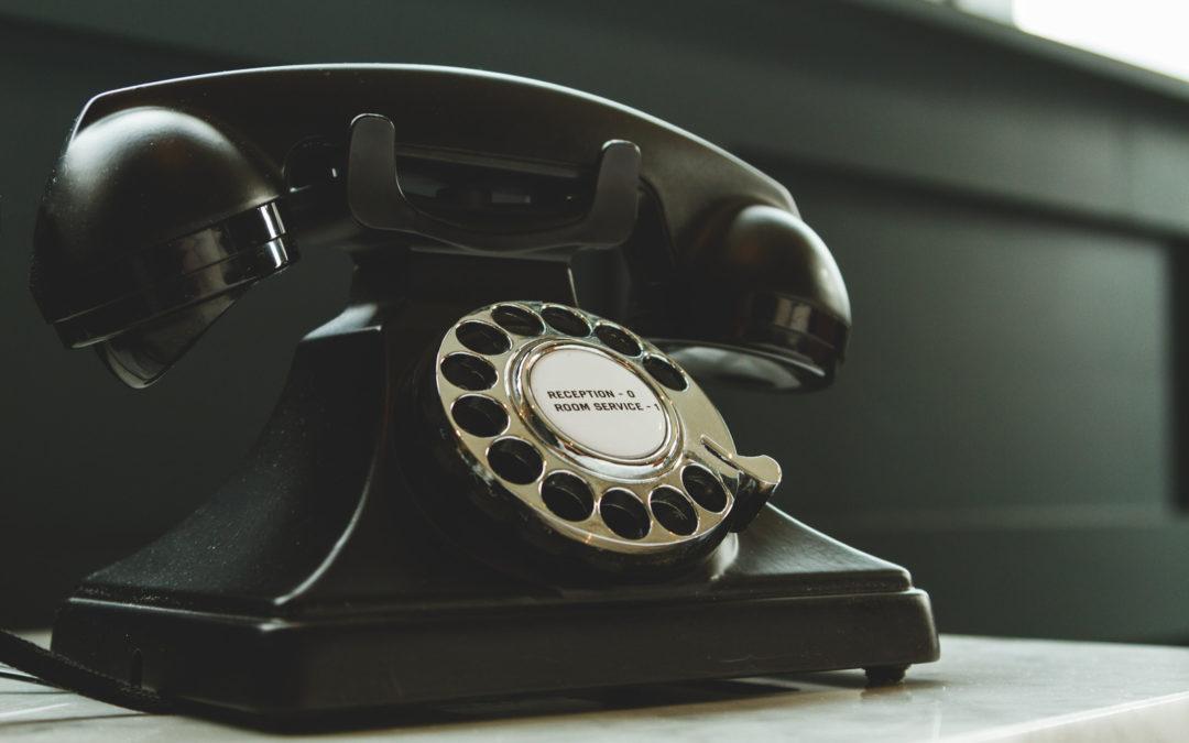 Dlaczego nikt nie lubi rozmów telefonicznych i jak je odczarować?